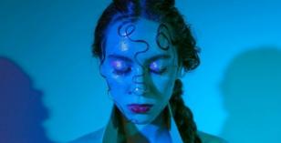Abby Diamond – Irrelevant (Prod. Slenderbodies)